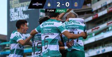 Santos domina y vence a Chivas con doblete de Fernando Gorriarán