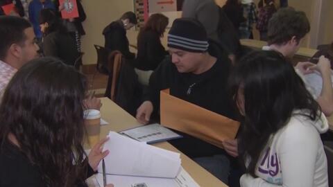 Organizaciones ofrecen un taller de ayuda legal para preparar a inmigrantes que temen ser deportados