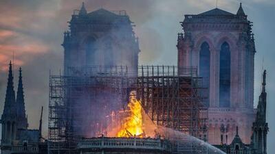 El esposo de Salma Hayek dona más de $100 millones para la reconstrucción de Notre Dame