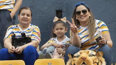 Las Dueñas del fútbol llenaron de alegría el Volcán: color del Día de las Madres en el Tigres 1-1 Pachuca