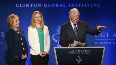 """Hillary Clinton dice que su familia salió en """"bancarrota"""" de la Casa Blanca"""