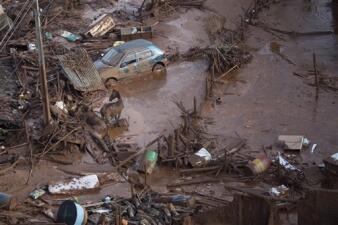 Imágenes del colapso mortal de una represa minera en Brasil
