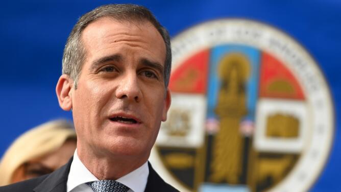"""""""No toleraré la violencia contra manifestantes"""": alcalde de Los Ángeles sobre las protestas"""