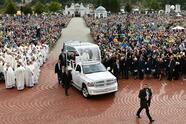 Pope Francis arrives in his Popemobile to lead a Holy mass at the Shrine of the Mother of God on September 24, 2018 in Aglona, Latvia. - Latvians were happy to welcome Pope Francis to their small mainly Protestant country, grateful to be in the spotlight thanks to the pontiff's visit to the Baltic region. (Photo by Vincenzo PINTO / AFP) (Photo credit should read VINCENZO PINTO/AFP via Getty Images)