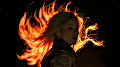 Shakira reaparece con nuevo 'look', días antes de actuar en el fiestón de Lionel Messi