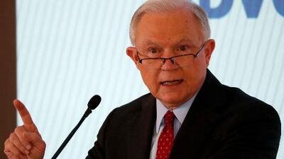 Fiscal Jeff Sessions es recibido con protestas en Pennsylvania por la separación de familias