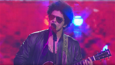 """Bruno Mars performs bilingual version of """"Just The Way You Are"""" at Somos Live"""