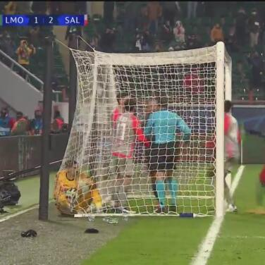 ¡Miranchuk hace el 1-2 de penalti del Lokomotiv y se arma la bronca!