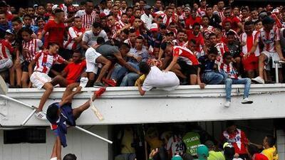 Aficionados resultan heridos tras caer de las gradas en presentación de Teo Gutiérrez