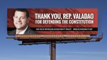 Valla publicitaria de las gracias a David Valadao por su voto contra Trump