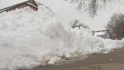 Rockford se recupera de la tormenta invernal que dejó acumulación récord de nieve