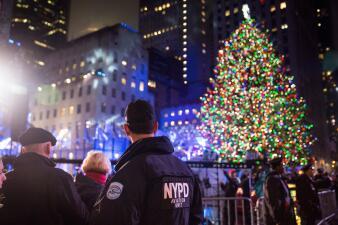 Fuerte seguridad durante encendido navideño en el Rockefeller Center