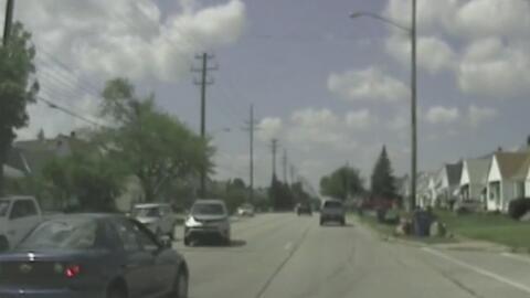 A toda velocidad, dos autos chocan de frente y provocan el caos en una carretera de Ohio