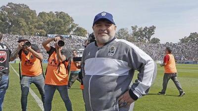 Maradona pierde en su debut como técnico del Gimnasia
