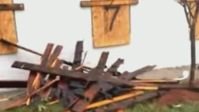 El huracán Florence deja techos destrozados y mucho daño a su paso por Wilmington, Carolina del Norte
