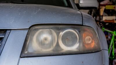 Cómo mantener limpios los faros de tu carro