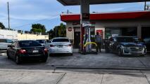 Varias gasolineras del sur de Florida se quedan sin combustible por la cantidad de personas que buscan abastecerse
