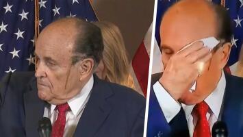 (Video) El sudor traiciona a Rudy Giuliani y hace que le escurra el tinte de su cabello en vergonzoso episodio