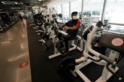 Wesley Thomas works out at Fitness SF Transbay during the coronavirus outbreak in San Francisco, Tuesday, Sept. 15, 2020. (AP Photo/Jeff Chiu)