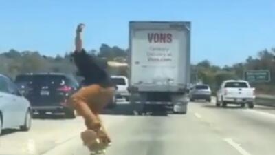 Jóvenes exponen sus vidas en las autopistas