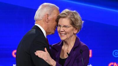 Elizabeth Warren se convierte en el centro del cuarto debate demócrata y eclipsa a Joe Biden