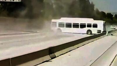 Grave accidente de un autobús en Los Ángeles pudo haber sido causado por un conductor imprudente