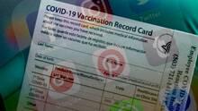 No publiques tu tarjeta de vacunación en redes sociales, puedes ser víctima de robo de identidad