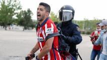 Jugadores del Atlético celebran con seguidores tras triunfo