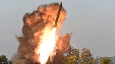 Corea del Norte realiza una prueba con un nuevo lanzador múltiple de cohetes de gran calibre