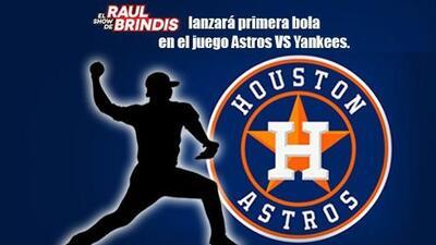 Raul Brindis en el juego de los Houston Astros