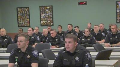 La ciudad de Aurora está reclutando nuevos policías y hablar español es uno de los requisitos
