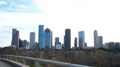 Este viernes continúan las advertencias de calor y la probabilidad de aguaceros en Houston