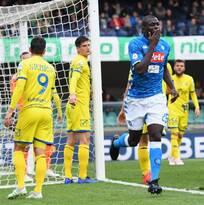 El Napoli desciende al Chievo e impide que la Juventus se corone esta jornada en la Serie A