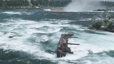 Se mueve un barco que estuvo encallado más de 100 años en las cataratas del Niágara