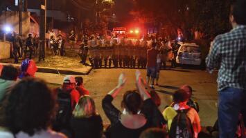 La primera noche de Lula en prisión causa protestas de sus partidarios que exigen su liberación