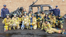 Departamento de Bomberos de Waukegan entrena a estudiantes de secundaria, a los futuros bomberos