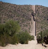 A miles de millas de casa: una niña de la India muere al cruzar la frontera entre México y Estados Unidos