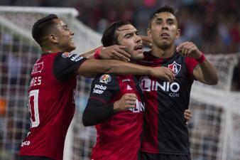 En fotos: Atlas venció a Santos, pero ambos demostraron por qué están fuera de la Liguilla