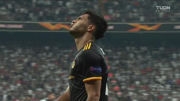 Por poco y los Wolves celebran gracias a Raúl Jiménez