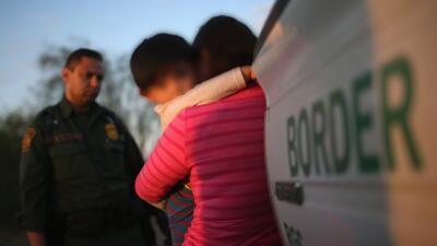 """El gobierno interna a bebés separados de familias indocumentadas en refugios para """"primera infancia"""" en Texas"""