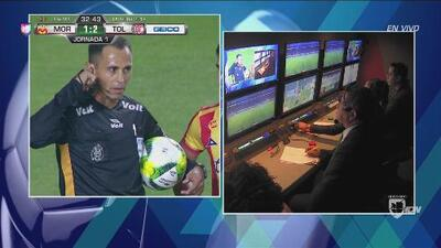 ¡Apareció el VAR! Anulan gol a Toluca por una mano de Richard Ruiz