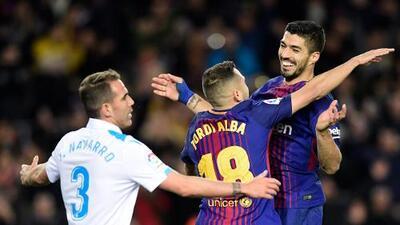 Barcelona golea al Deportivo con dobletes de Suárez y Paulinho