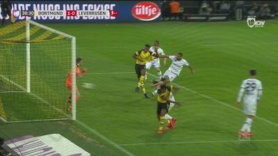 El Dortmund se adelanta en un tiro de esquina a través de Dan Axel Zagadou