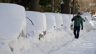 Retiro de nieve en Washington demoraría el resto de la semana