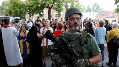 ¿Quiénes son las milicias que iban con rifles de asalto por las calles de Charlottesville?