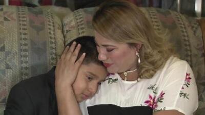 """""""Dios me dijo que halara a mi mamá"""": un niño salvó a su madre de la masacre en El Paso"""