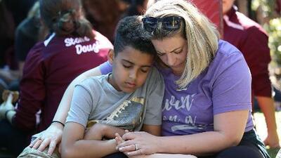 ¿Cómo explicarle a los niños lo sucedido en el tiroteo de Parkland?