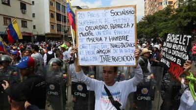 Venezuela continúa a oscuras y denuncian que la cifra de muertos en hospitales sigue aumentando debido al apagón