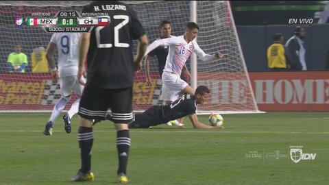 ¿Era mano? El árbitro pareció perdonar a Héctor Moreno