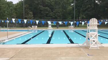 Más de 25 piscinas comunitarias no abrirán este verano debido a la escasez de salvavidas en Filadelfia